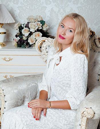 Платья из коллекции белое золото