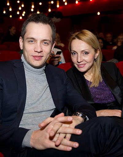 александр сергеевич асташёнок с женой и дочкой фото